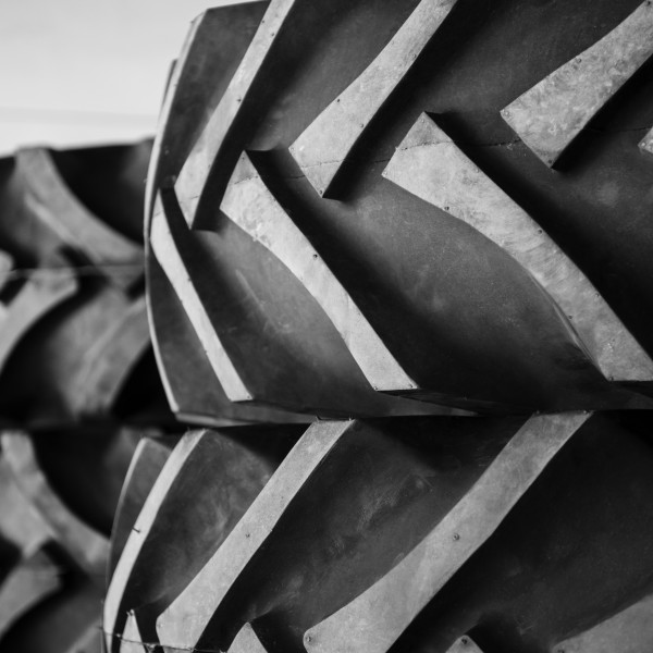 Kraftige dekk - utstyr - Ådalen Truck